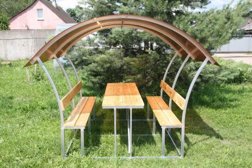 zahradní zastřešená lavička LANITPLAST ALTA 3 / bronz PC 8 mm